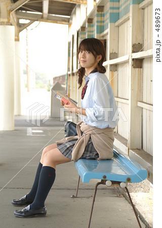 29a65195a67ccc 昼 1人 人物 学生 高校生 女性 学生服 スタジオR310モデルの写真素材 - PIXTA