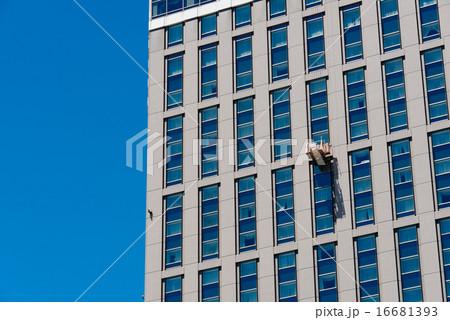 高層ビルの窓の清掃
