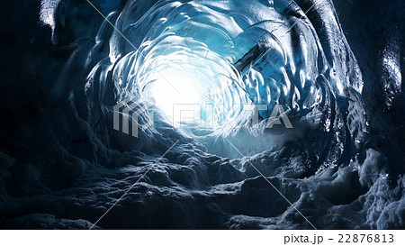 氷の洞窟の写真素材 Pixta